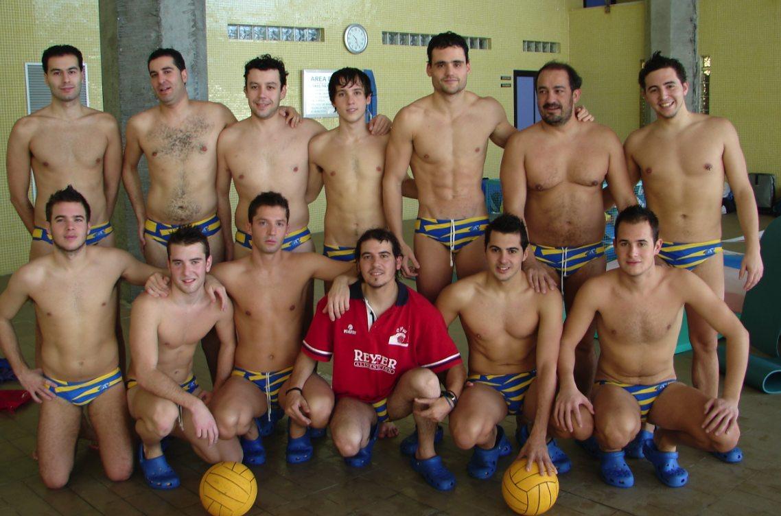 Equipo de waterpolo austriaco desnudo
